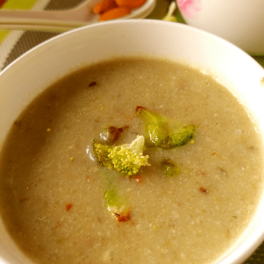 Broccoli Almond Soup is a Vegan, Gluten Free Soup made with the goodness of broccoli, almonds simmered in a homemade veg broth. Makes for a filling appetiser or even a meal.